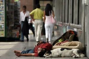 Las 100 personas más ricas del mundo podrían acabar con la pobreza extrema. (Foto: Archivo)