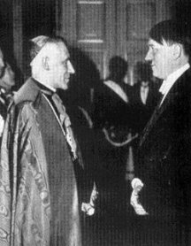 Pío XII junto a Adolf Hitler. Fuente: Web.