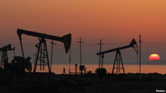 Pozos de petróleo en Azerbaiyán: un nuevo orden mundial en la oferta y demanda del crudo se cierne sobre el mundo con el aumento de la producción de petróleo.