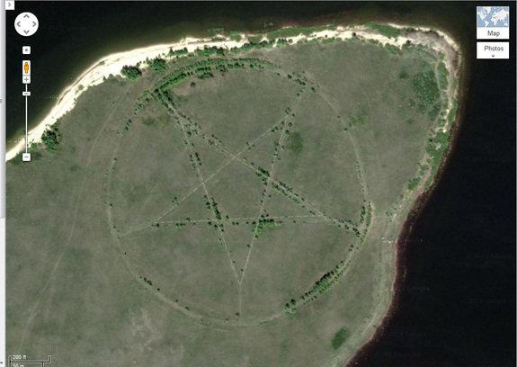 Esta extraña estrella de cinco puntas, grabada en la superficie de la Tierra en un remoto rincón de Kazajstán.