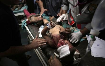 Niños heridos tras los bombardeos en Franja de Gaza.  Foto: AP / Khalil Hamra