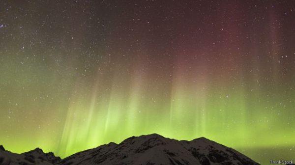 Las auroras polares se producen cuando cuando una eyección de masa solar choca con la magnetosfera terrestre.