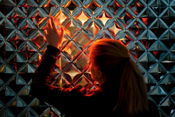 """Imagen superior: Studio Roosegaarde, """"Lotus 7.0-side-Daan Roosegaarde-WEB"""", CC"""