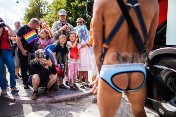 Los depravados de la internacional pedófila NAMBLA: no sólo promueven el homosexualismo sino la corrupción de menores.
